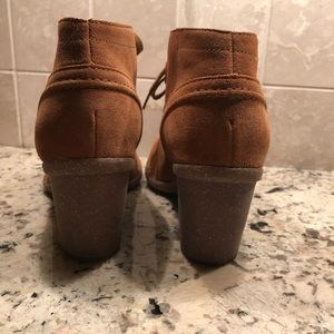 Adorable Clark's suede low boots 8 1/2-never worn